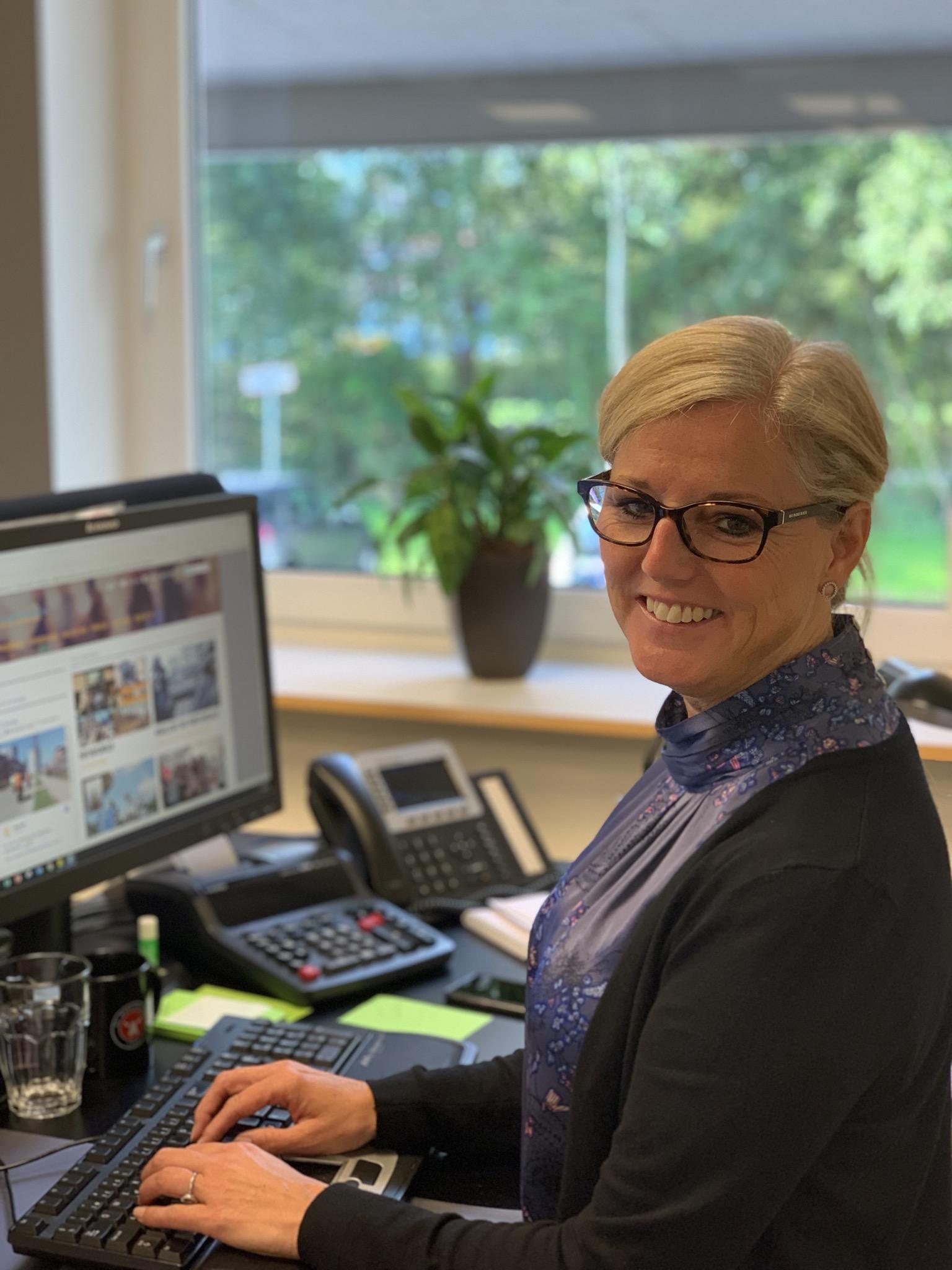 Inge Stephansen. Tlf. 24758588